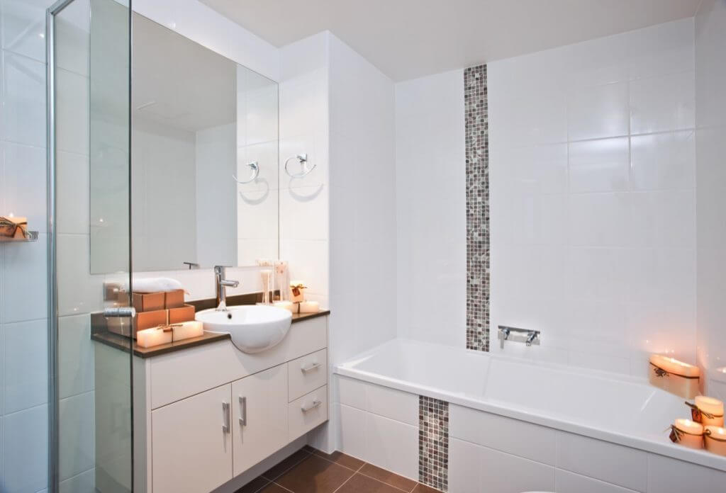 White tiled modern bathroom with mosaic tiles,terracotta floor tiles